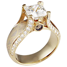 Trigold Juicy Light Engagement Ring in Yellow Gold